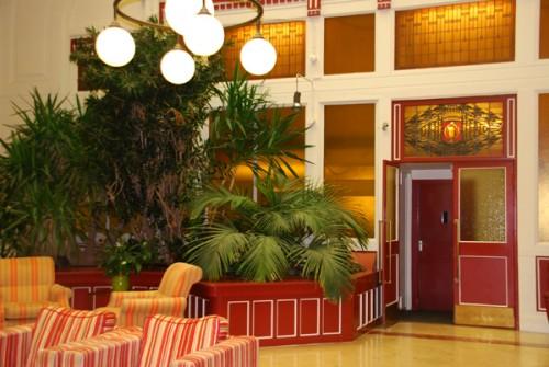 A lobby 2 c 600