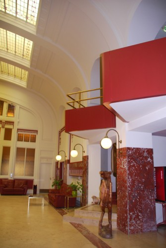 A lobby c 600